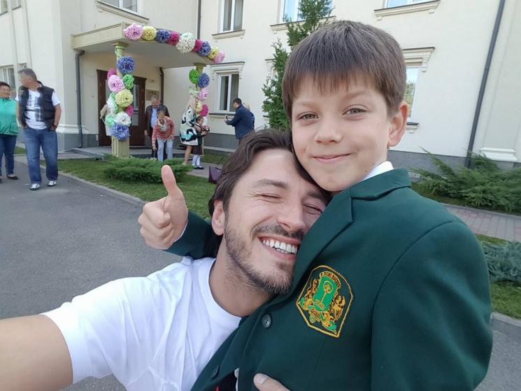 Як українські зірки зводили дітей в школу
