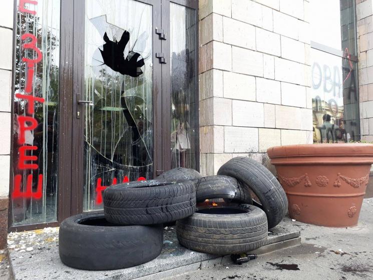 Университет государственной памяти назвал вандализмом разрушение граффити времен Майдана наГрушевского