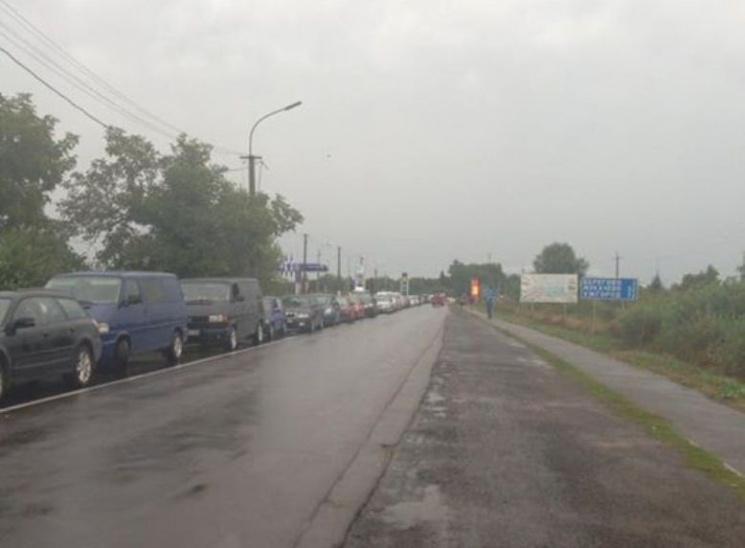 Безвіз не допоміг: Як знищити черги на кордоні України з ЄС
