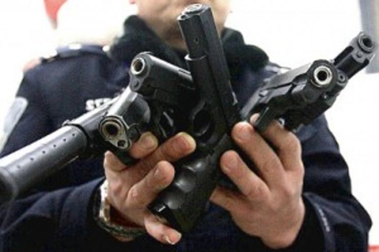 """Результат пошуку зображень за запитом """"На Прикарпатті громадяни продовжують здавати поліції зброю та боєприпаси"""""""