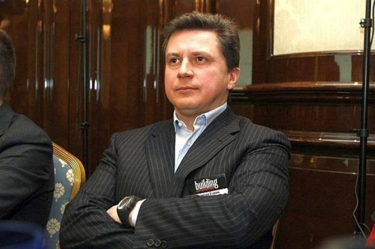 Печерський суд арештував 10 рахунків сина Азарова убанках