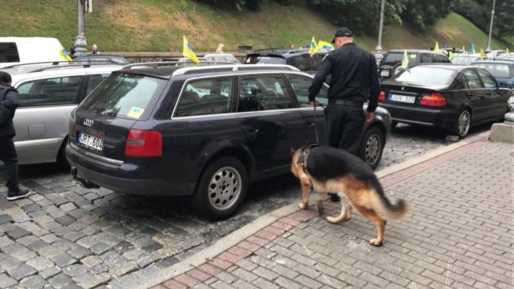 Авто с«бляхами» протестуют под Радой— Центр украинской столицы заблокирован