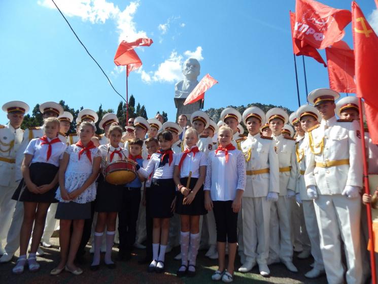 Воккупированном Крыму открыли монумент Ленину