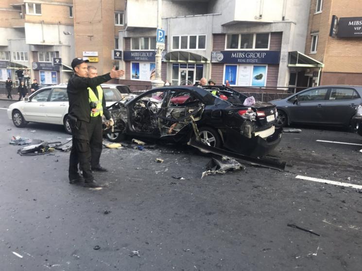 У підірваному авто були дружина і дитина чеченського бійця, які серйозно постраждали, - соцмережі