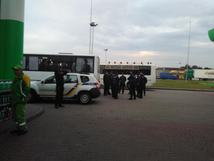 В очікуванні Саакашвілі: в кафе біля Краковця  люди змітали все з полиць фото 3