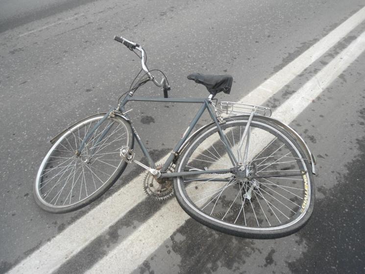 Літній велосипедист потрапив на Хмельниччині в ДТП