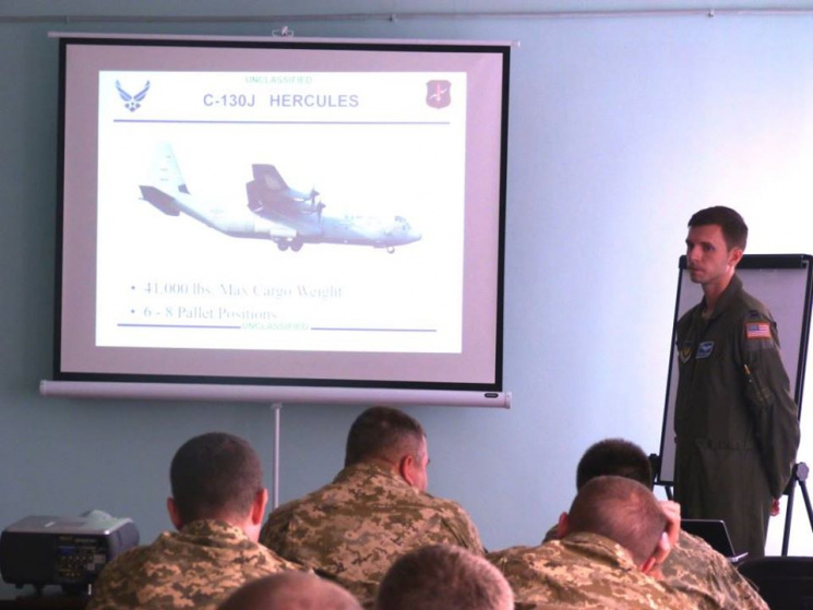На Хмельниччині військові пілоти зі США…