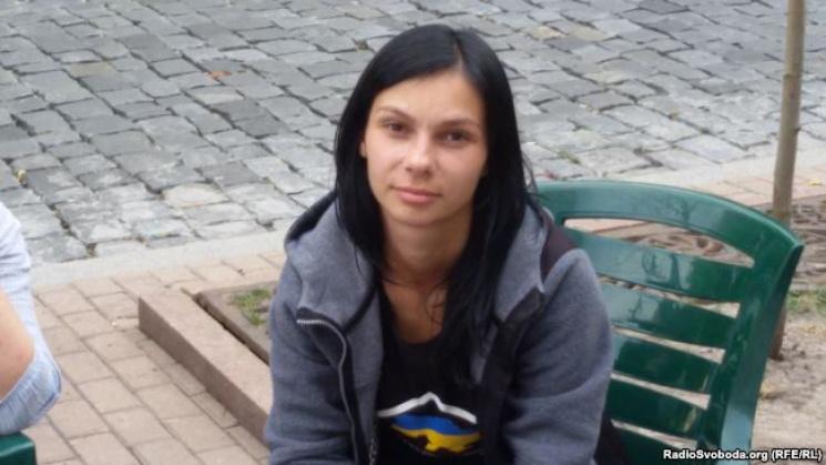 Переселенка з Донецька третій день голодує під Кабміном (ФОТО)