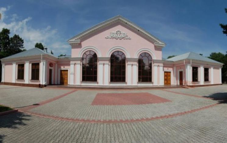 З філaрмонії в Кропивницькому втікaють aртисти