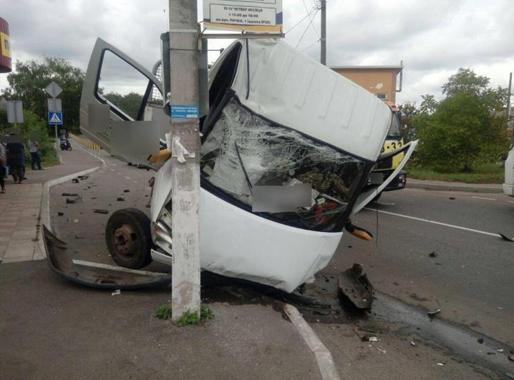 У страшному ДТП у Хмельницькому постраждали дві людини