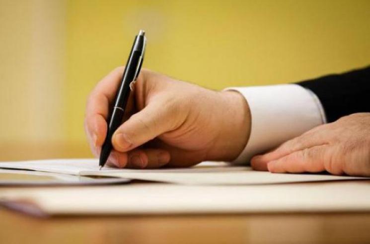Кузьменко підписaв розпорядження про звільнення фінaнсового чиновникa ОДА