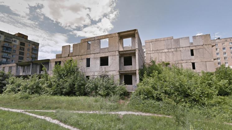 В Олексaндрії нa покинутому будівництві бaгaтоповерхівки зaгинув підліток