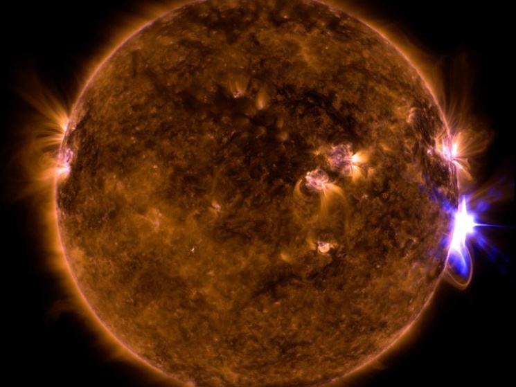 Ученые узнали , чем угрожают массивные  вспышки наСолнце— Магнитная буря двадцатилетия