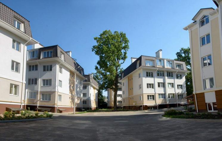 """Родинний бізнес: Як клан Федоруків хоче """"закатати"""" останній курорт під Києвом"""