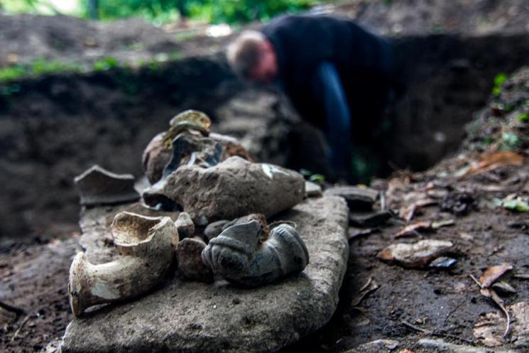 Археологічний жарт: Як замість каналізації на Хмельниччині відкопали стародавнє місто
