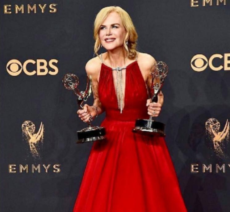 Эмми-2017: лучшие платья голливудских звезд (ФОТО)