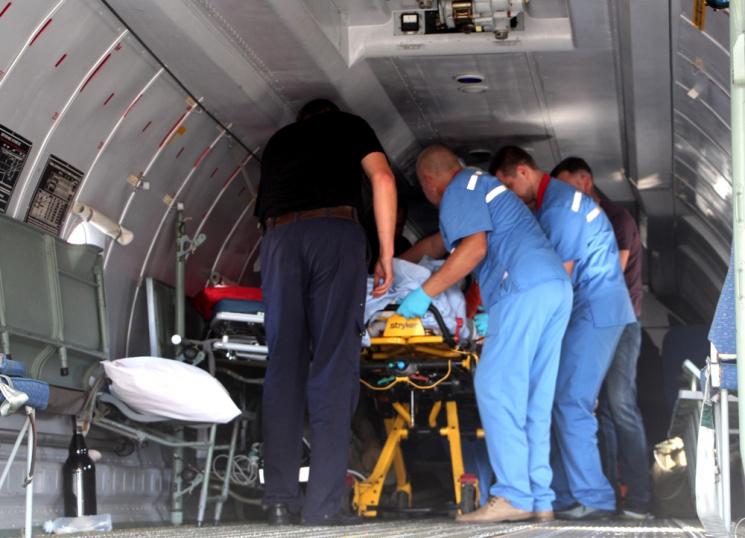Травмованого у Чернівцях автогонщика доставили до Одеси літаком