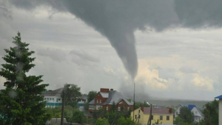 Что известно об урагане-убийце в Румынии, которого так боятся украинцы (ФОТО, ВИДЕО)
