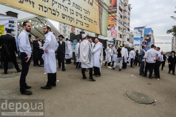 ДоУмані вже прибули понад 30 тис. паломників-хасидів