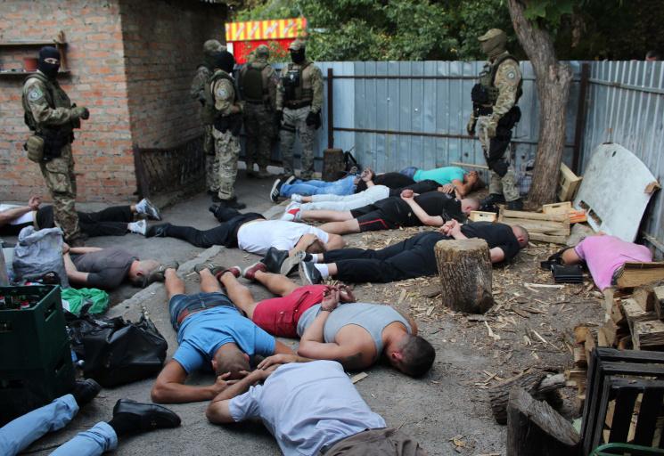 ВКропивницком спецназ милиции задержал большую группу «авторитетов»