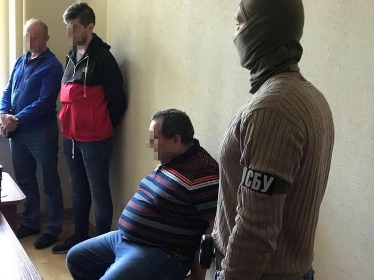 ГПУ вместе с СБУ задержали двоих судей, предлагавших $300 тыс. взятки