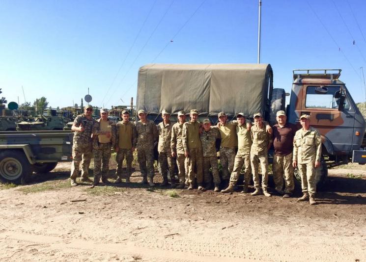 """Волонтери з Дніпра передали 54-й бригаді """"натівську"""" вантажівку"""