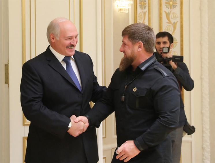 """Як """"улюбленець"""" чеченців Лукашенко обіймався з Кадировим (ФОТО)"""