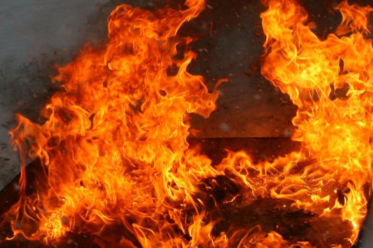 В Білій Церкві горить фармацевтичний завод (ФОТО)