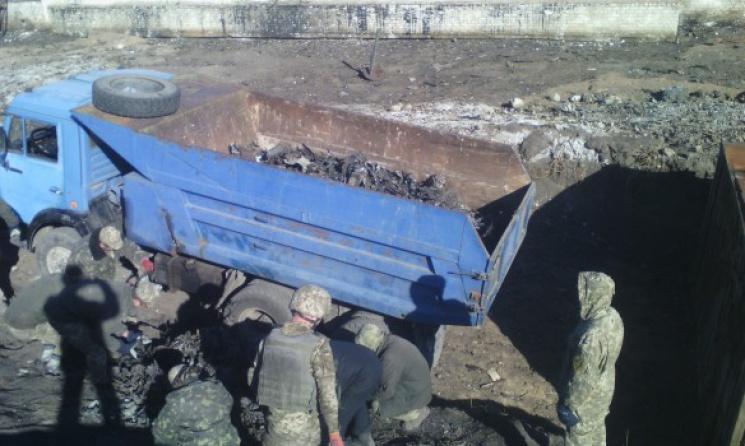 На складе боеприпасов под Мариуполем продолжается зачистка после пожара (ФОТО)