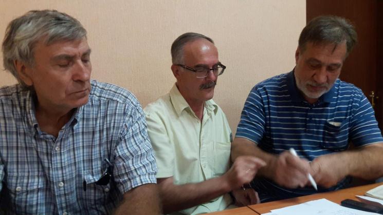 На Днепропетровщине отвергнутые активисты подали в суд на Резниченко