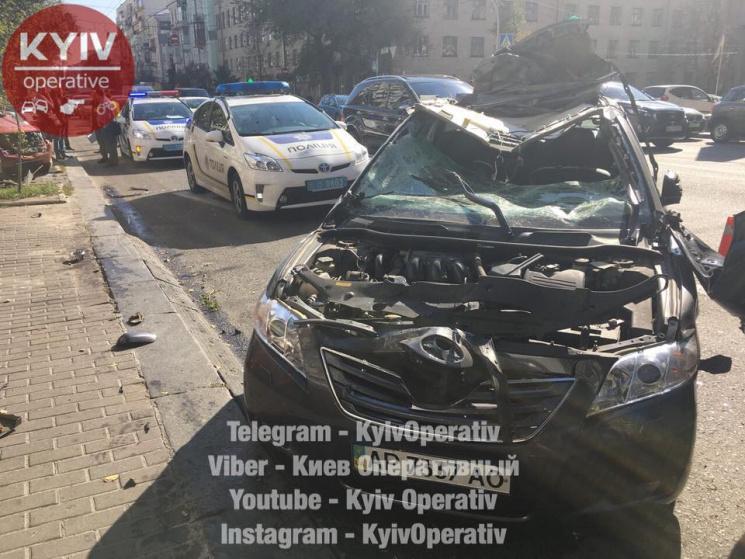 Уцентрі Києва зіштовхнулися одразу п'ять автомобілів