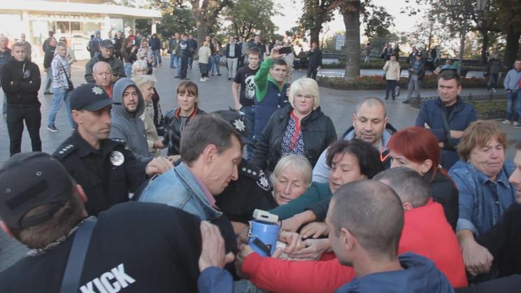 ВОдессе вкулачном бою сошлись сторонники ипротивники Саакашвили