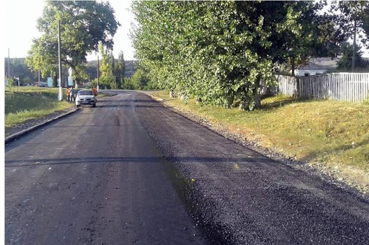 У Краснопільському районі латають великі дорожні ями (ФОТО)