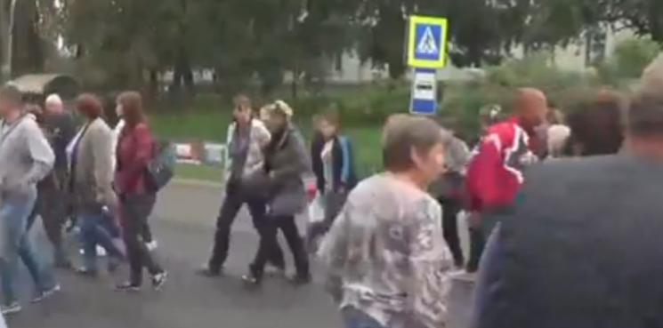 На Тернопольщине люди перекрыли трассу м…