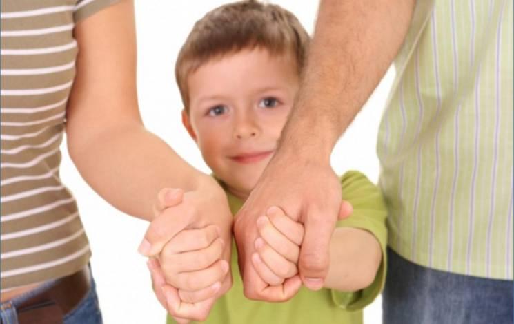 """Пілотний проект: Що таке патронатні родини, які стають """"буфером"""" між дітьми та дорослими"""