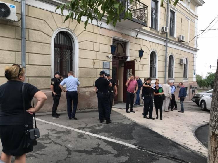 """Битва за ректорський кабінет в одеському """"Медині"""": Влада змінюється кожного дня"""
