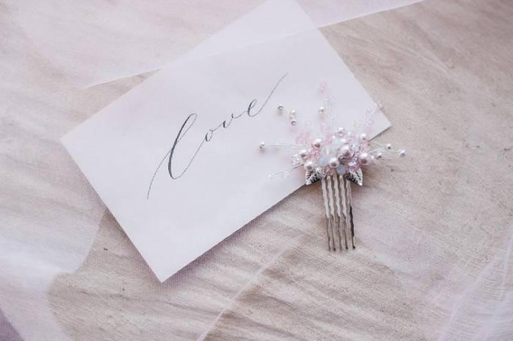 ТОП-7 весільних подарунків від українських майстрів, які не захочеться передарувати