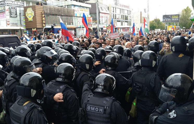 """Фейковий протест: Чому на Росії """"революціонери"""" воюють за селфі"""