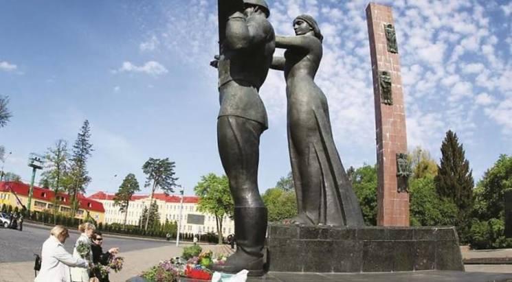 Стела спотикання: Садовий таки оголосив останній бій Радянському Союзу