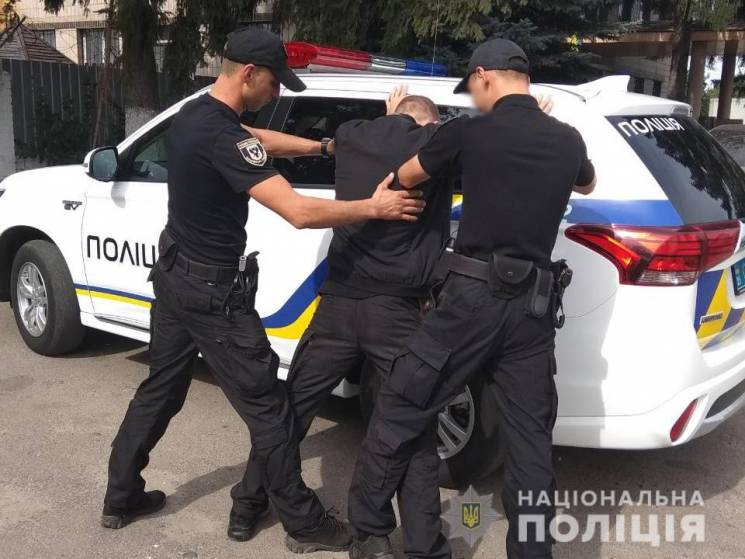 На Чернігівщині затримали банду псевдосоцпрацівників, які грабували пенсіонерів (ФОТО)