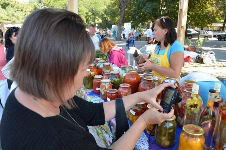 Еко-чіпси, крем-мед, авторські сири: Стало відомо, чим вразить запорізький фестиваль консервації