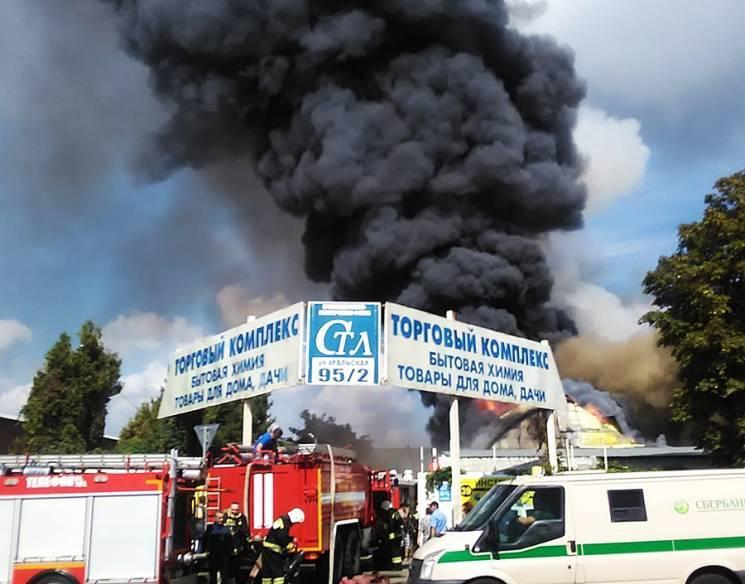 В Краснодарі ліквідовано велику пожежу в торговому комплексі