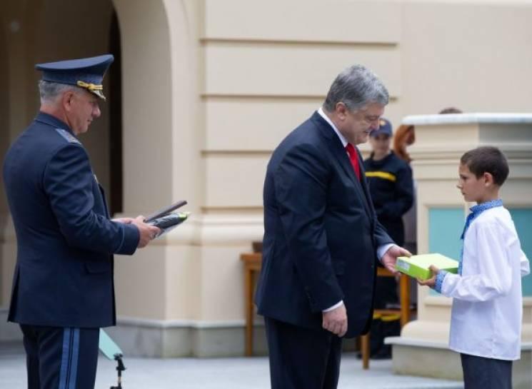 Порошенко вручив відзнаку підлітку з Вінниччини