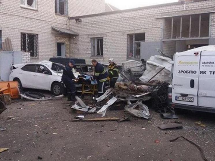 У Кременчуці посеред вулиці вибухнула автівка, водію відірвало кінцівку