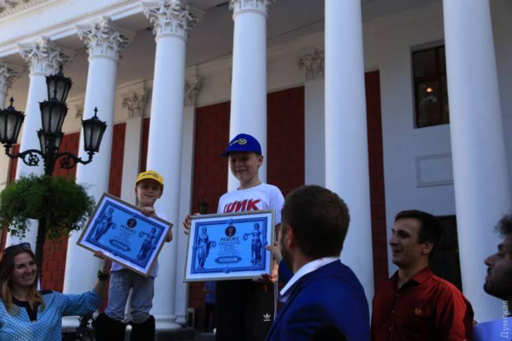 В Одесі діти на ходулях встановили новий рекорд України (ФОТО)