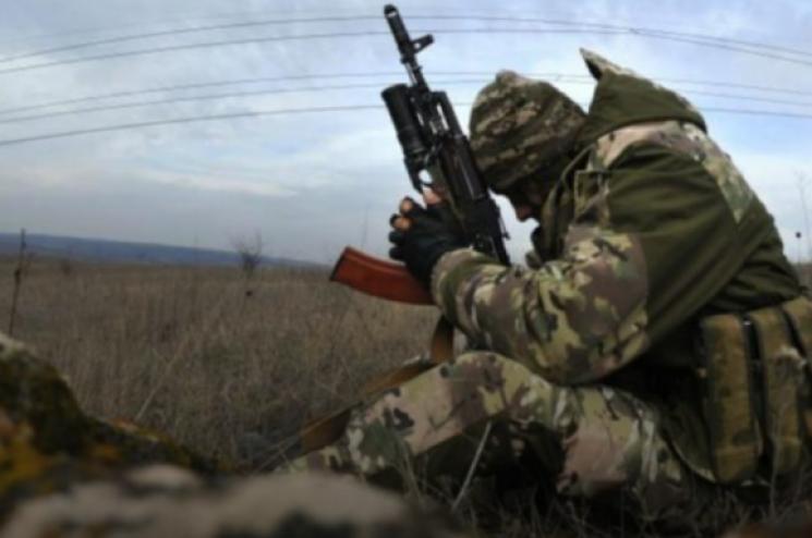 На Донбасі на позиціях ЗСУ молодший сержант вистрілив у спину капітану