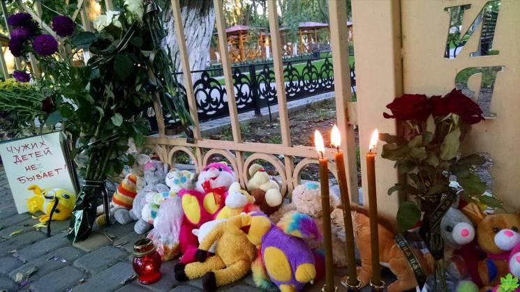 """Рік по пожежі в одеській """"Вікторії"""": Кістки на згарищі, слідство-фарс та високопосадовці поза увагою"""