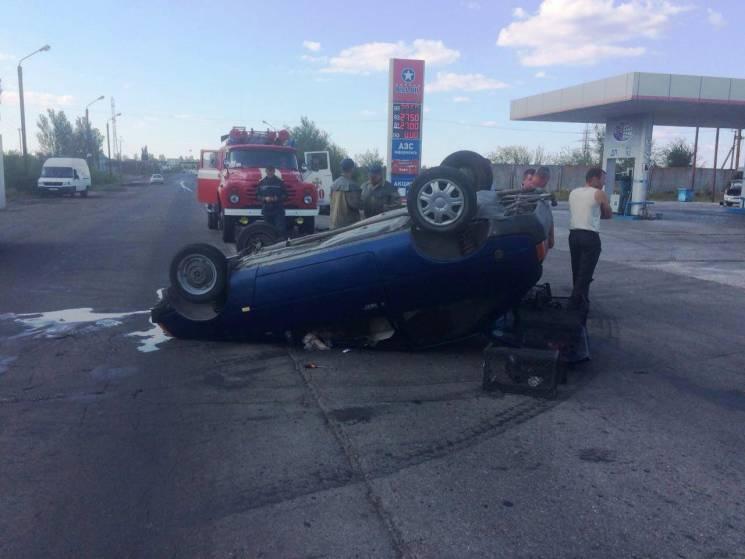 На Запоріжжі в результаті ДТП перекинулася автівка. Є постраждалі (ФОТО)