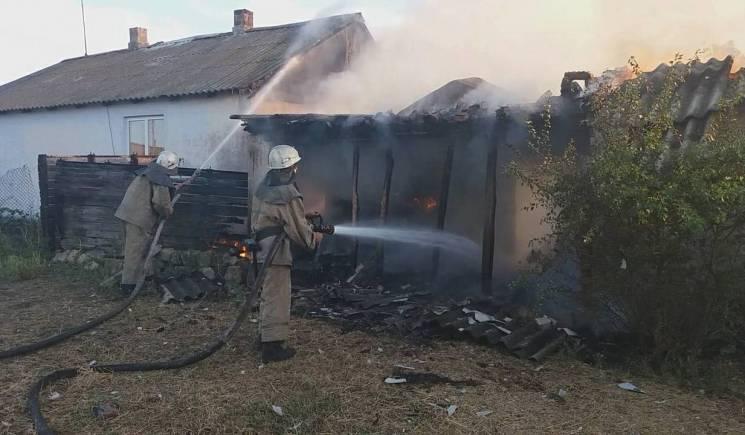 На Херсонщині через дитячі пустощі вщент згорів сарай (ФОТО)