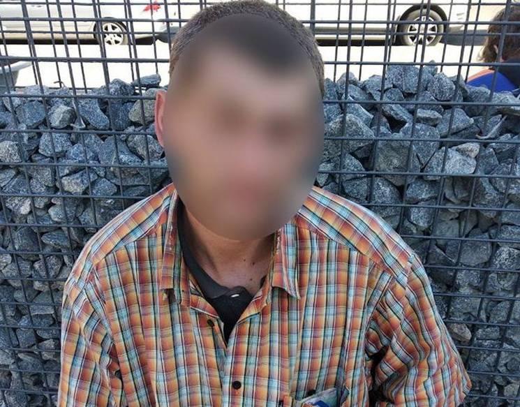 На центральній вулиці Дніпра чоловік за кілька хвилин придбав наркотики за поцуплені гроші